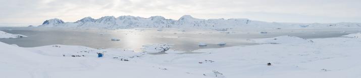 Ukîverajik, à 2 heures de motoneige de Tasiilaq, sur la côte ouest de l'île d'Ammassalik offre une vue incroyable sur le fjord de Sermilik.