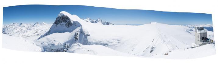 Le Breithorn et le plateau éponyme vus depuis la plateforme d'observation du Klein Matterhorn.