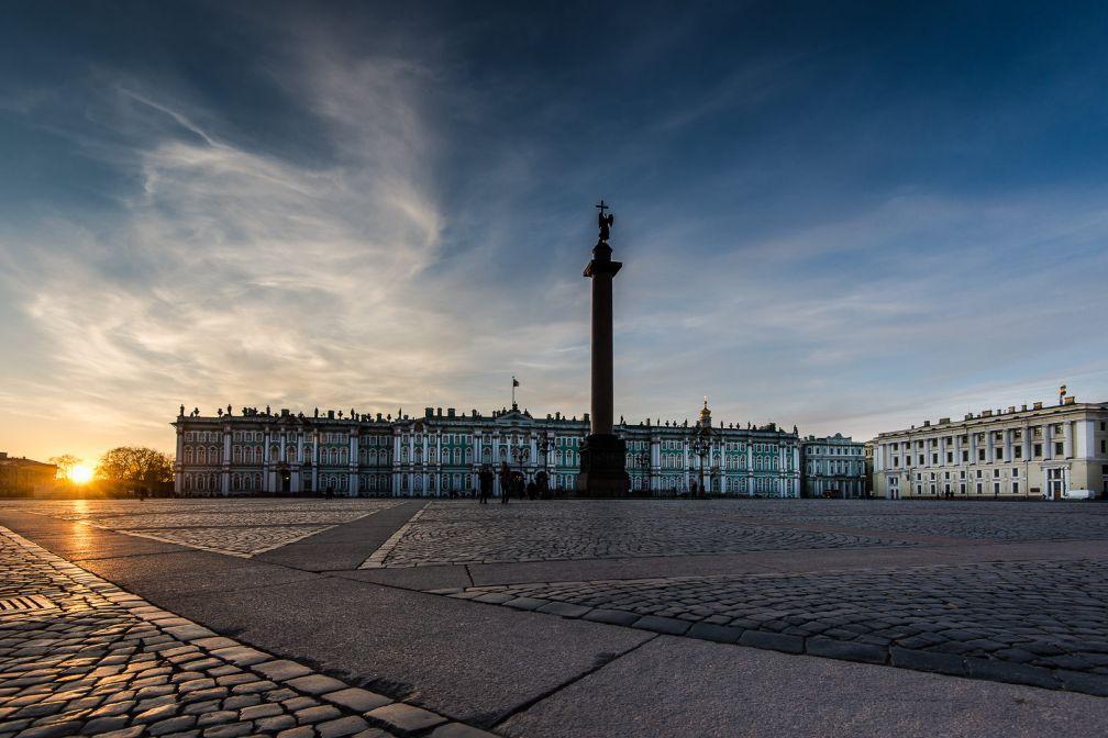 La Place du Palais à Saint-Pétersbourg : c'est ici que se trouve le Palais d'Hiver, siège du Musée de l'Ermitage | © ##Gregory Kutuzov@@https://500px.com/barlo