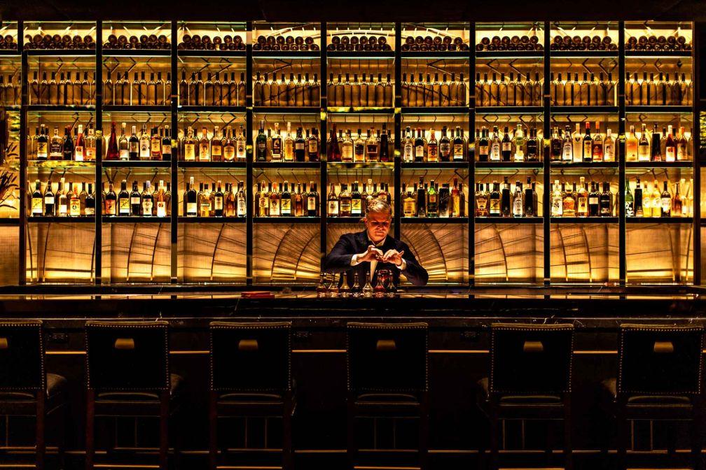 La bar propose une carte experte de cocktails dans une ambiance feutrée © Benoît Linero