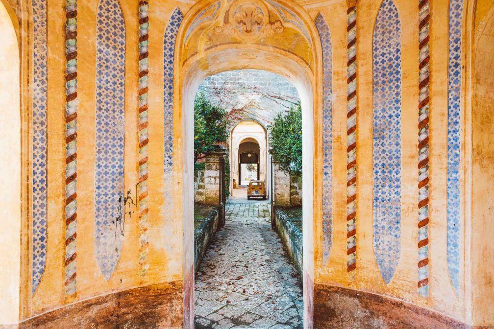 Le commissaire d'art contemporain Francesco Petrucci, dont la famille a construit le palais, l'a transformé en une luxueuse base depuis laquelle explorer la péninsule du Salento.