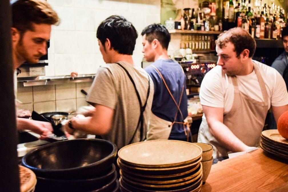 La team du Dersou en pleine action, pendant le dernier Priceless Souper du Fooding © Yonder.fr