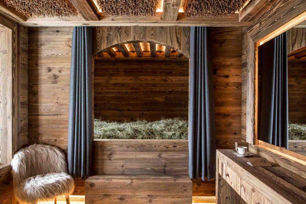 Dormir dans un lit de foin au Refuge de la Traye © DR