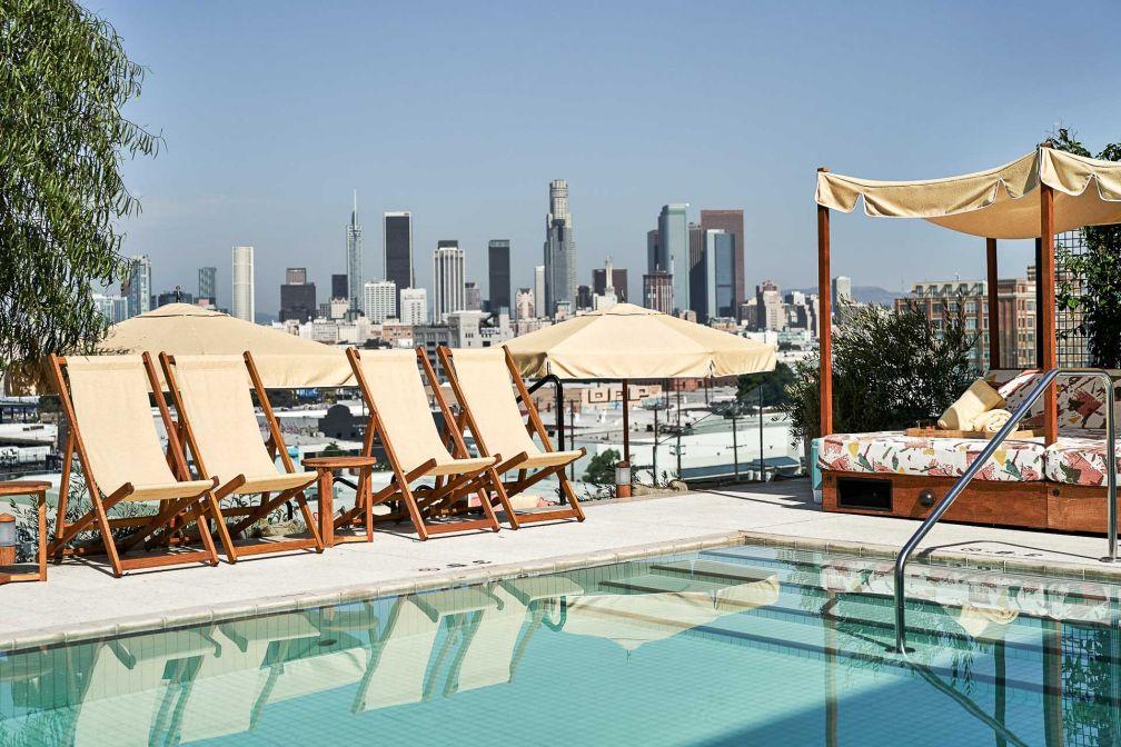 La piscine rooftop, signature des hôtels Soho House dans le monde entier. © Soho House DTLA