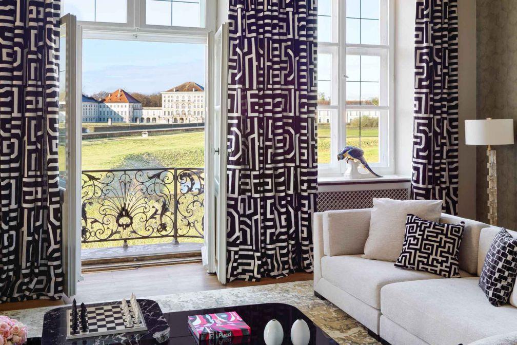 The Langham Nymphenburg Residence Munich : le salon situé à l'étage offre une vue imprenable sur le château © DR
