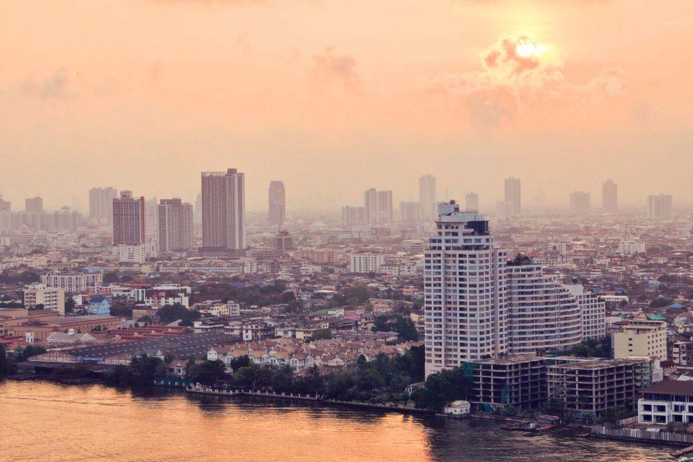 Lever de soleil sur Bangkok depuis l'AVANI Riverside Bangkok Resort © Constance Lugger