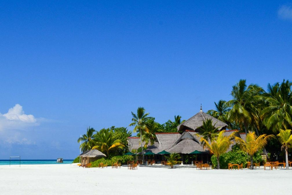 Le bar ouvert sur la plage permet de prendre le petit-déjeuner face au lever du soleil © Pierre Gunther