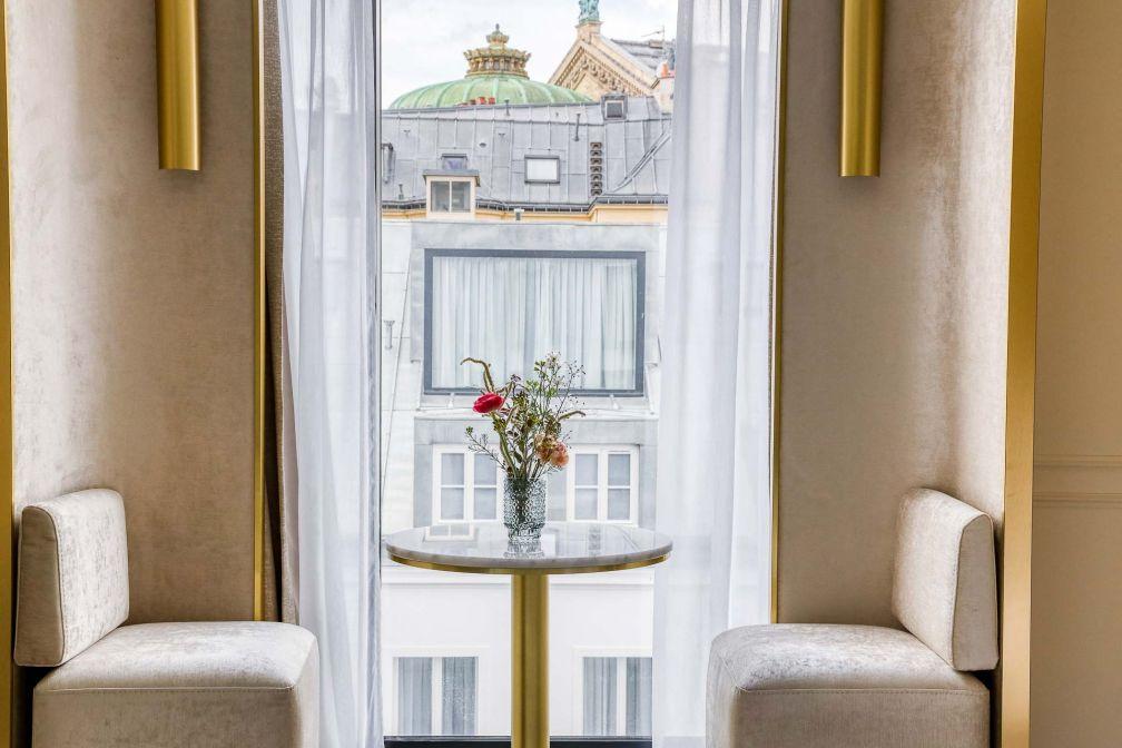 Maison Albar Hotels – Le Vendôme : intérieurs clairs et vue sur l'Opéra dans les chambres © Meero