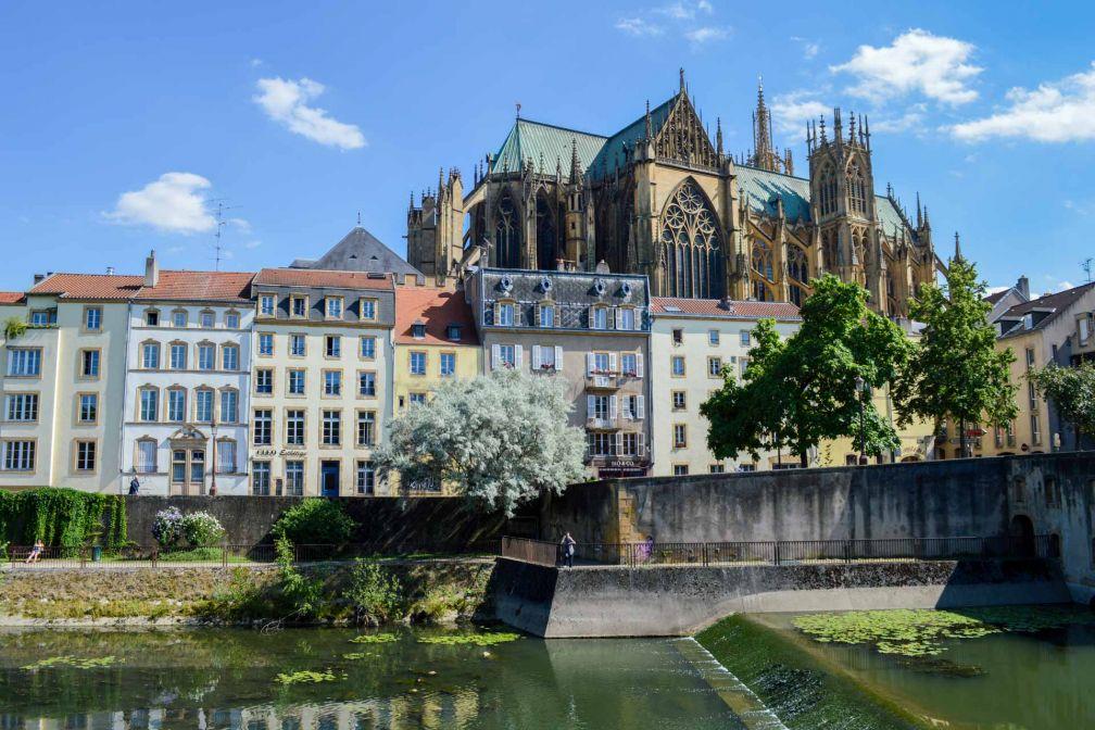La Moselle baigne les pieds de la Cathédrale Saint-Etienne à Metz © Pierre Gunther