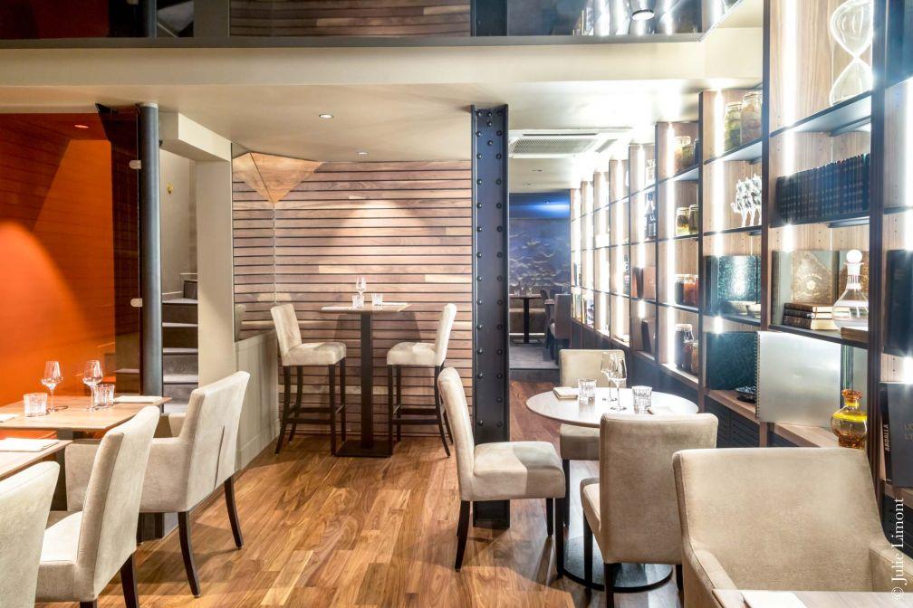 Le restaurant MUMI a ouvert ses portes début juillet à deux pas de la rue du Louvre et de la Bourse du Commerce © Julie Limont