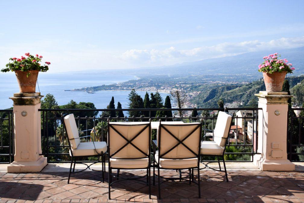 La terrasse avec vue panoramique du Belmond Grand Hotel Timeo a contribué à façonner la légende de l'hôtel © YONDER.fr