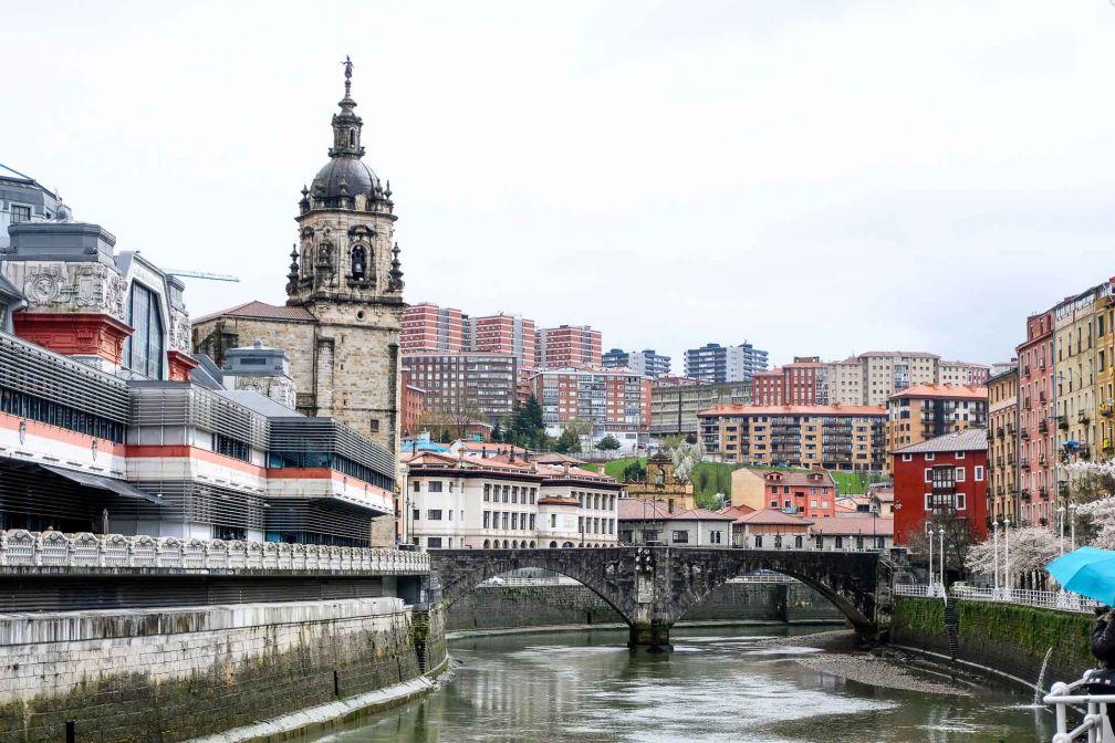 Vue sur la ria depuis le Quartier San Francisco, dans le centre de Bilbao © Clémence Ludwig