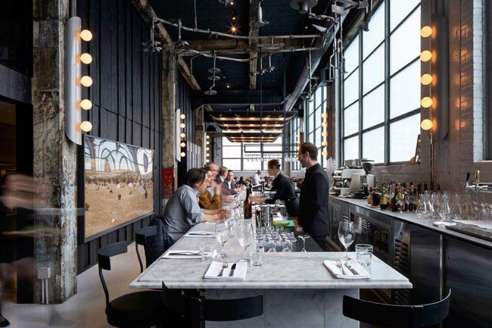 Intérieur du restaurant Le Serpent, une table testée et approuvée par la rédaction de YONDER © James Brittain