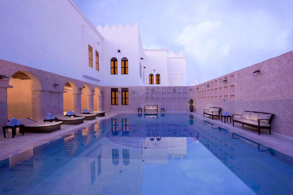 La piscine extérieure du Al Mirqab, l'une des 9 adresses des Souq Waqif Boutique Hotels by Tivoli © DR
