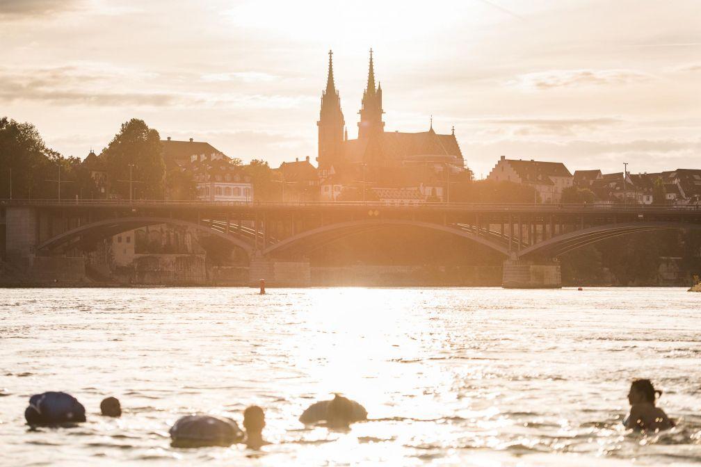 La baignade dans le Rhin ? Une activité typiquement bâloise très populaire pendant la belle saison © Switerland Tourism