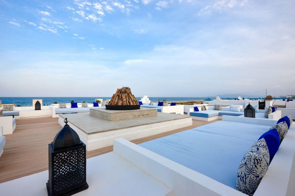 Parmi d'autres équipements de très haut niveau, le Banyan Tree Tamouda Bay offre un rooftop splendide avec vues sur la Méditerranée © Banyan Tree