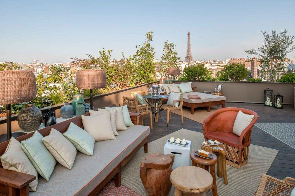 Vue sur les toits de Paris, depuis la terrasse de la Suite Suzanne © Guillaume de Laubier
