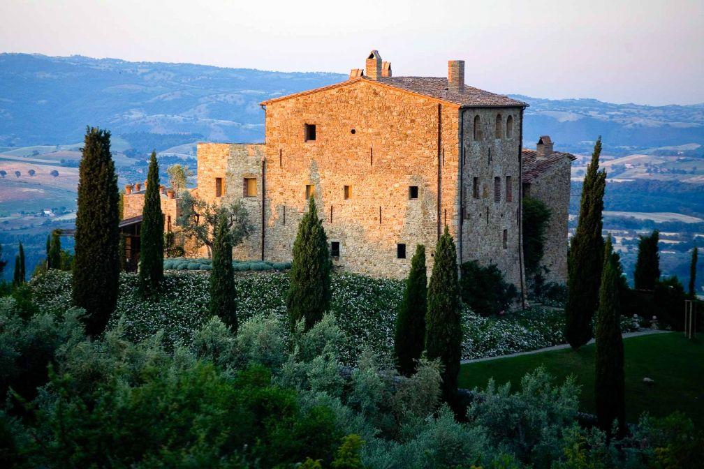 Coucher de soleil sur Castello di Vicarello, l'un des hôtels les plus exclusifs et intimistes de Toscane © DR