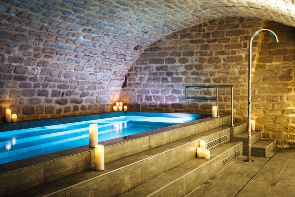 Sous la cave voûtée de l'hôtel, la piscine du Square Louvois permet à l'hôtel de se distinguer © Hôtel Square Louvois