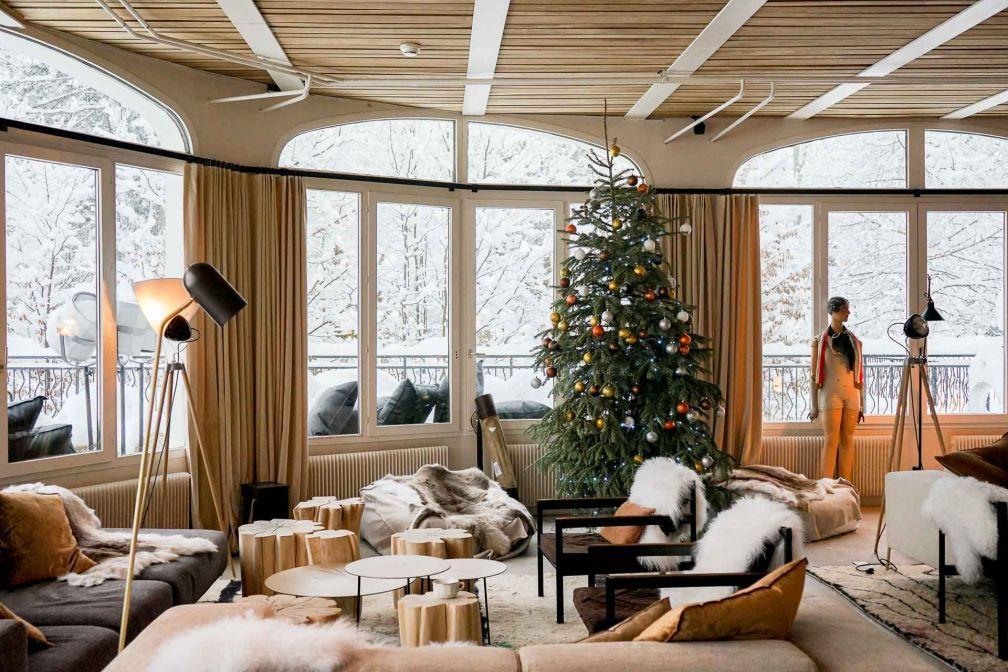 Atmosphère cosy et décor instagrammable dans les salons du Janssen Bar © YONDER.fr
