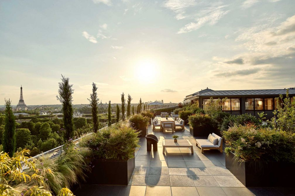Avec ses 295 m2 de terrasse surplombant les Tuileries, la Suite Belle Étoile du Meurice offre des inégalées sur Paris © DR