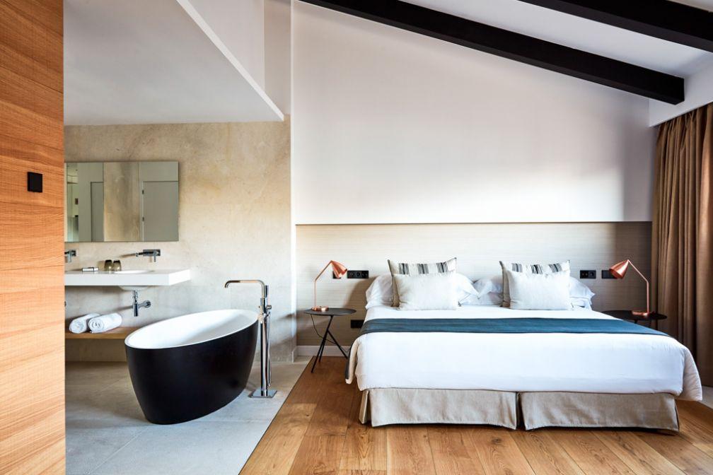 À l'intérieur d'une suite du tout nouveau NAKAR Hotel à Palma de Majorque © NAKAR Hotel
