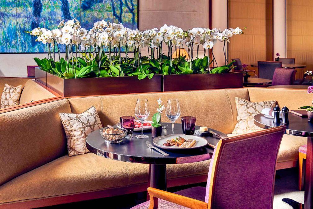 Le nouveau décor du SENS au Park Hyatt Paris : le restaurant a abandonné les nappes © Park Hyatt