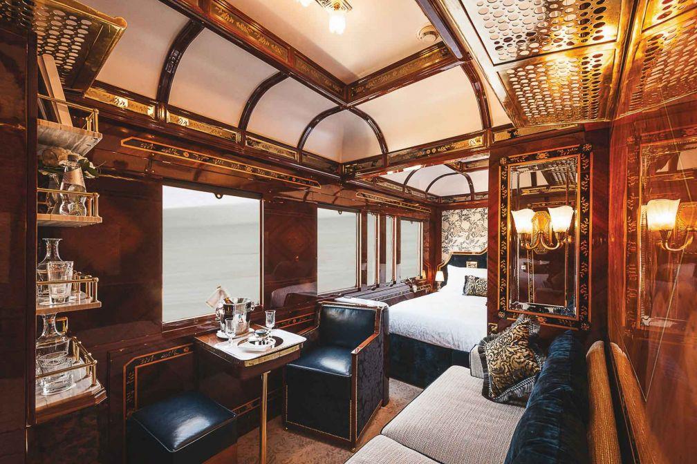 Grand lit double, petit salon et salle de bain avec douche : ce sont les équipements luxueux des nouvelles