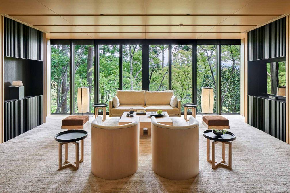 Le Washigamine Pavilion est le fleuron de l'Aman Kyoto : 240 mètres carrés, 2 chambres et des vues spectaculaires sur la nature environnante © Aman