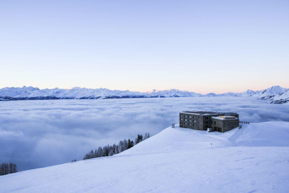 Chetzeron, une adresse perchée à plus de 2 100 mètres d'altitude © Chetzeron