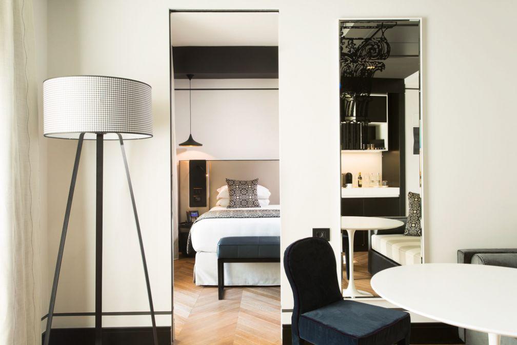 Design contemporain impeccable à l'intérieur de l'une des quatre Luxury Suites © Corso 281