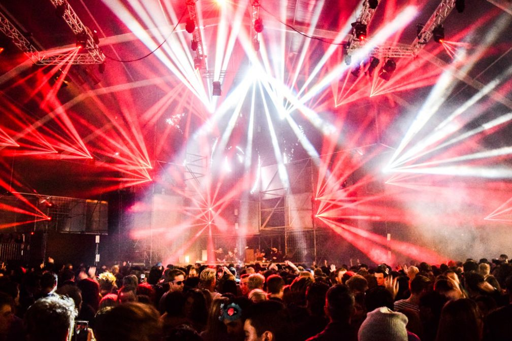 Show de lumières impressionant sur la scène principale, DGTL © Yonder.fr