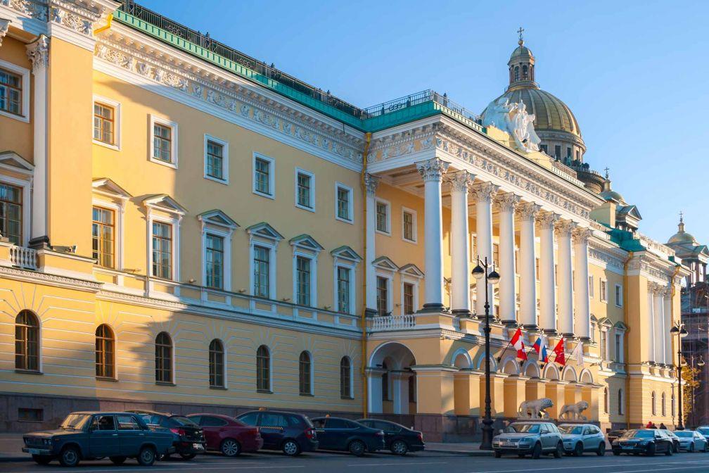 Le Four Seasons Hotel Lion Palace St. Petersburg a investi l'ancien palais Lobanov-Rostovsky, dite la « Maison aux Lions » © Four Seasons