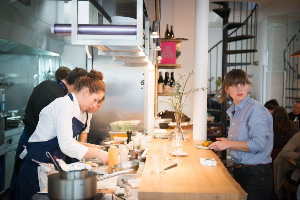 Cuisine ouverte et décor contemporain tout en sobriété : le restaurant-tremplin de Fulgurances ne prend guère de risques mais voit juste © Fulgurances