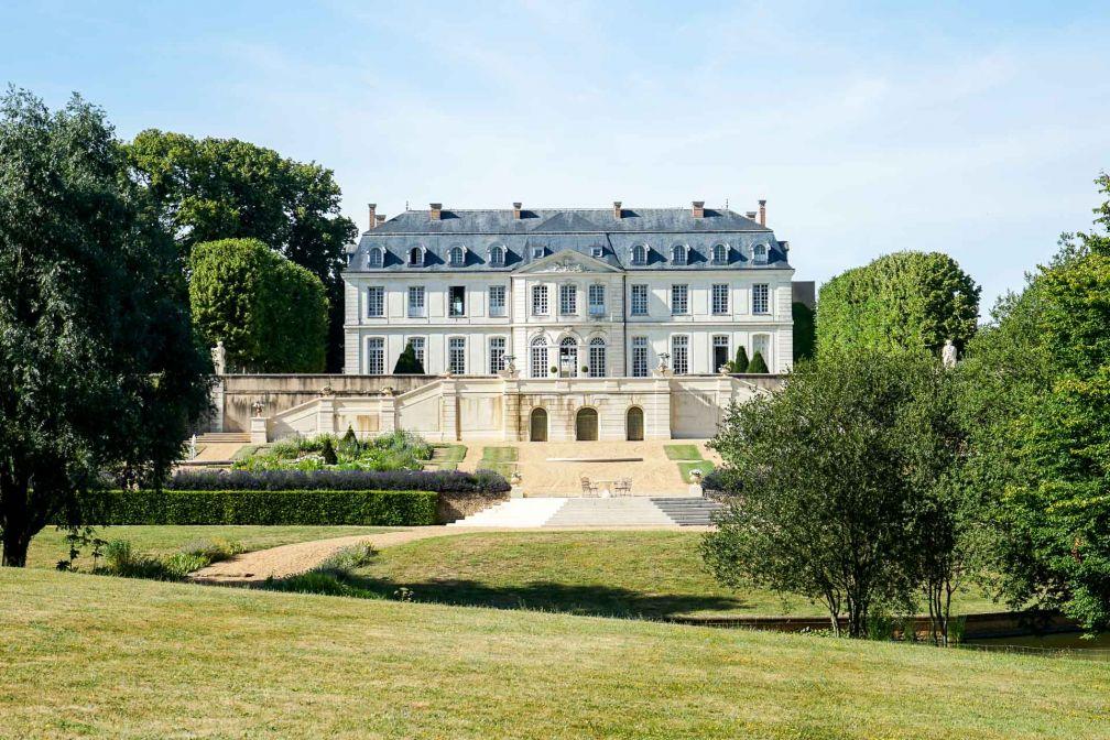 L'Hôtel Château du Grand-Lucé, ouvert depuis le début de l'été, vu côté parc © YONDER.fr