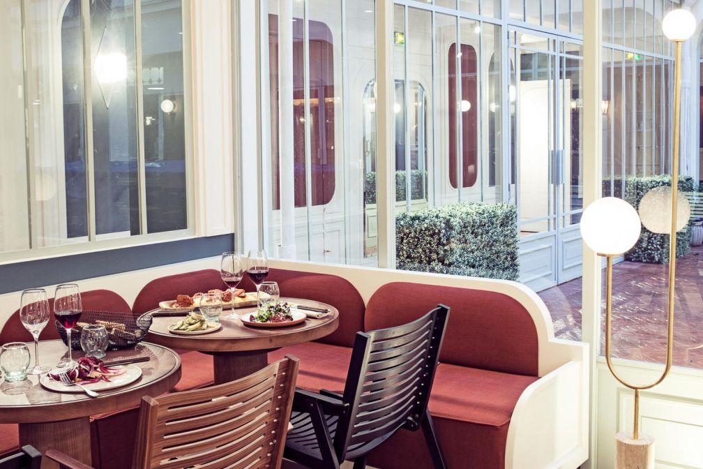 Dans l'un des espaces du Grand Restaurant de l'Hôtel des Grands Boulevards © Karel Balas