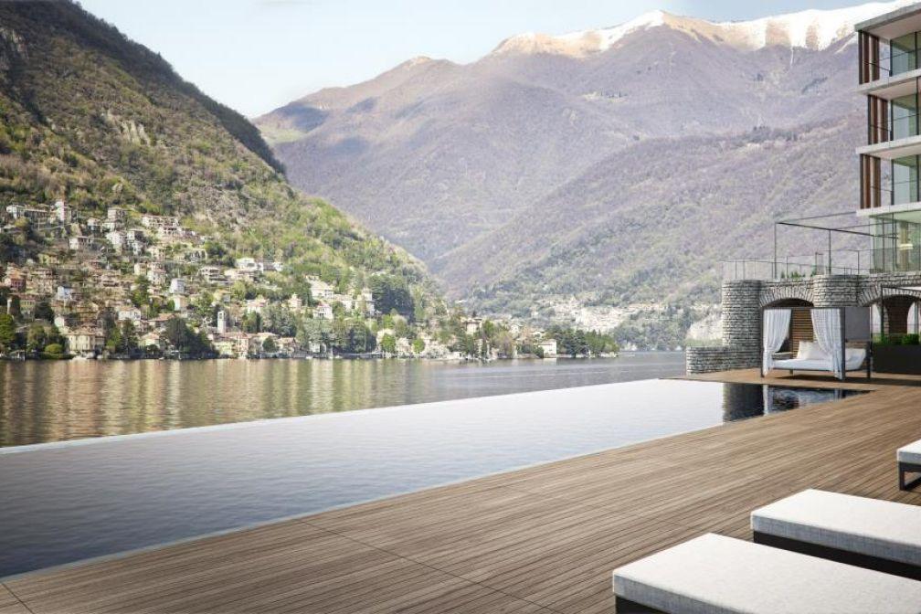 Au tout nouveau Il Sereno Lago di Como, une piscine infinity surplombe la rive du lac de Côme © Il Sereno Lago di Como
