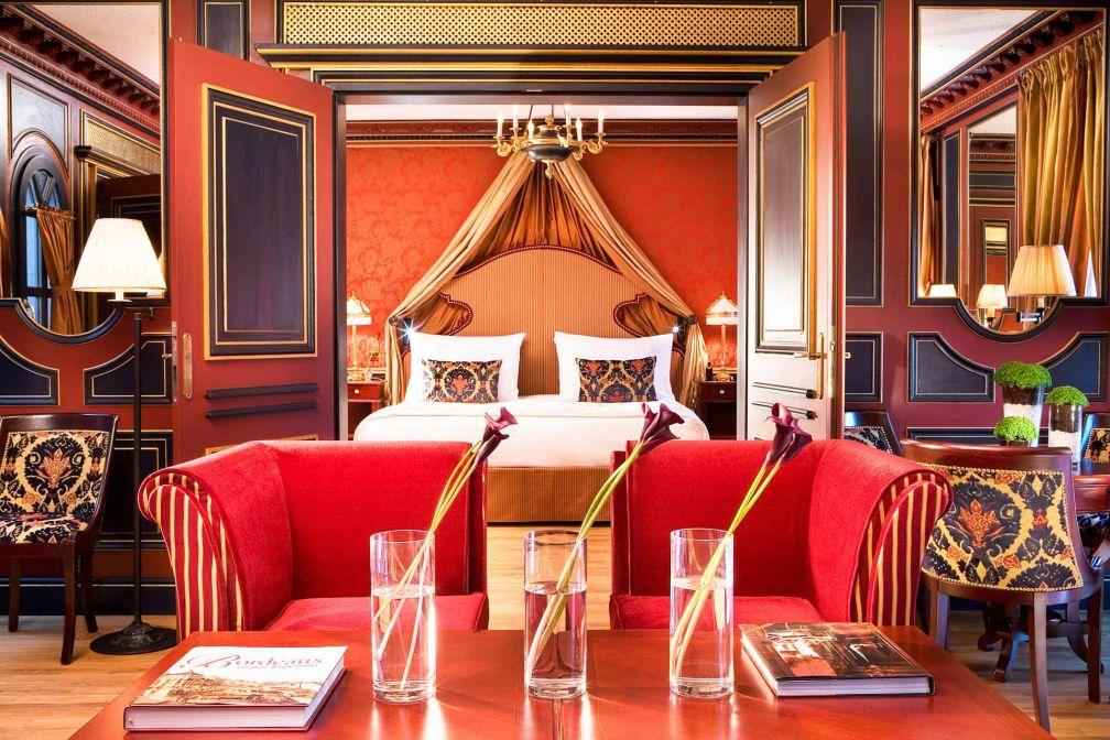 La décoration opulente de l'InterContinental Grand Hôtel à Bordeaux est signée Jacques Garcia, comme ici dans la prestigieuse Suite Royale © IHG