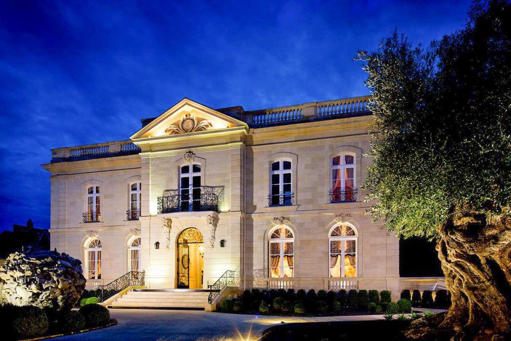 Bienvenue à la Grande Maison de Bernard Magrez, demeure en à l'architecture classique fin  XIXe, héritage fastueux du splendide patrimoine bordelais © La Grande Maison