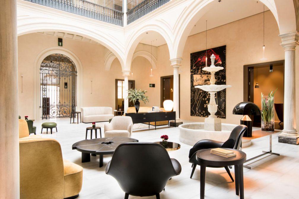 Décor léché dans le patio du Mercer Sevilla, nouvelle référence du luxe à Séville © Mercer Sevilla