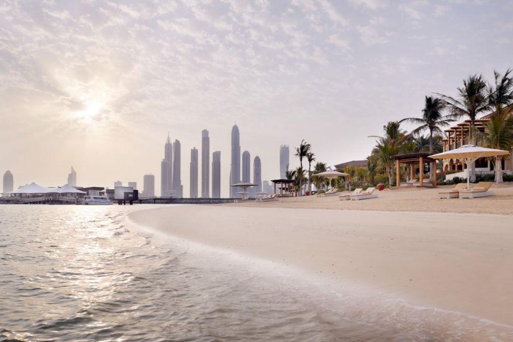 Plage privée et vues spectaculaires sur la skyline de Dubaï : le One&Only The Palm est la quintessence du resort urbain © One&Only