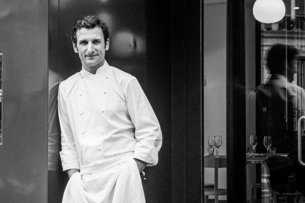 Le chef Christophe Saintagne pose devant son restaurant, Papillon © Pierre Monetta