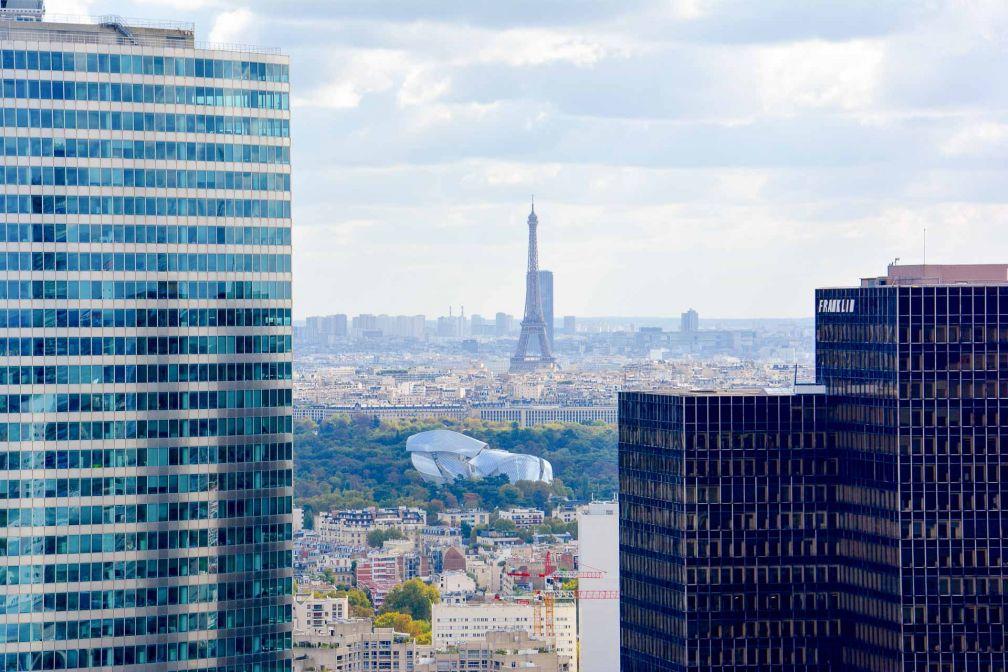 Vue sur Paris, la tour Eiffel - et la Fondation Louis Vuitton - depuis La City © Emmanuel Laveran