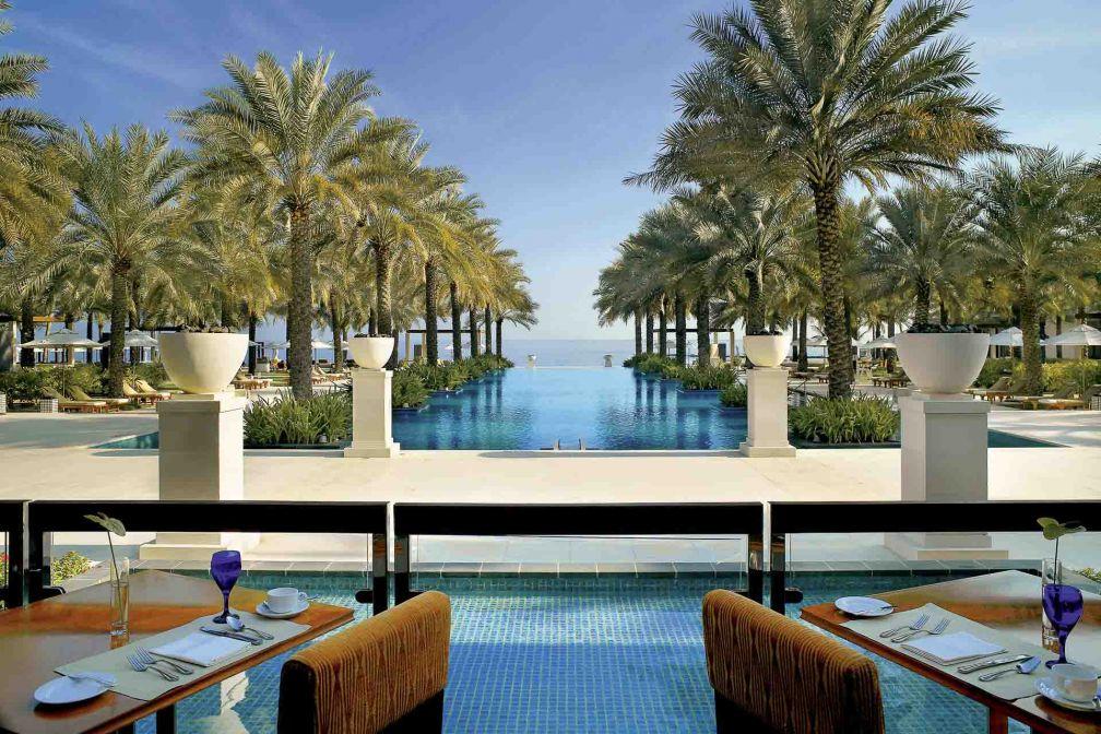 Le très luxueux Al Bustan Palace, A Ritz-Carlton Hotel a récemment rouvert ses portes après une rénovation d'envergure © DR