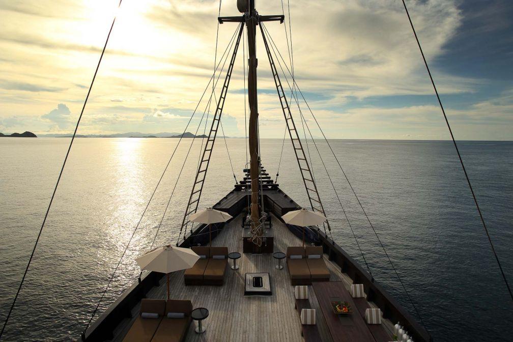 À bord de l'Alila Purnama, l'un des plus beaux bateaux de croisière pour explorer l'archipel indonésien © DR