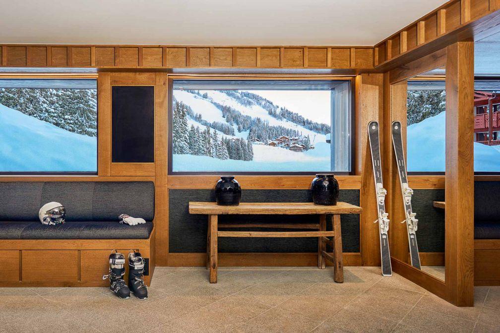 Aman Le Mélézin | La Ski Room avec accès direct à la piste de Bellecôte © Aman