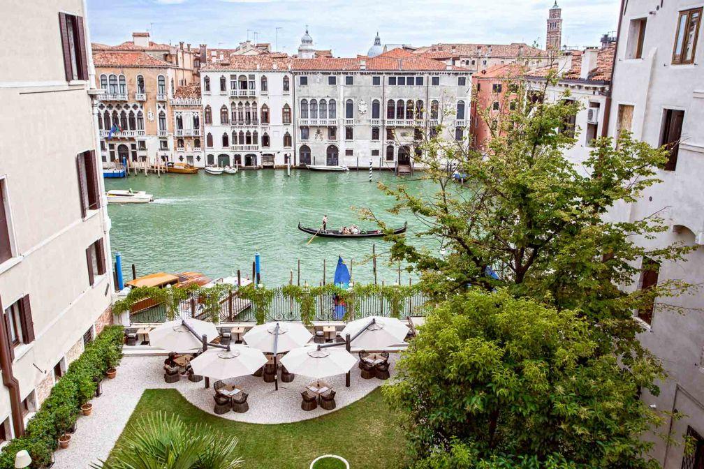 Aman Venice est le seul hôtel de Venise à disposer de deux jardins, dont l'un donnant ouvert le Grand Canal © Aman