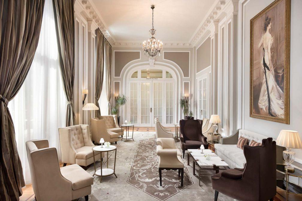 Mélange de style Belle Epoque et de touches contemporaines dans les parties communes © Hotel Maria Cristina