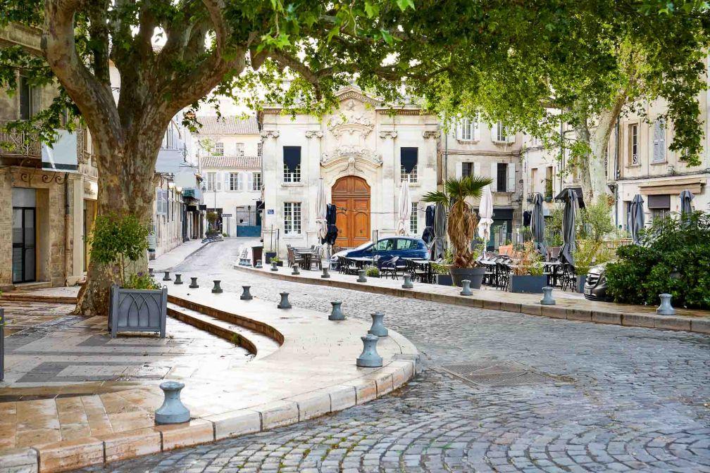 Avignon : dans les rues pavées du centre-ville © Jeff - stock.adobe.com