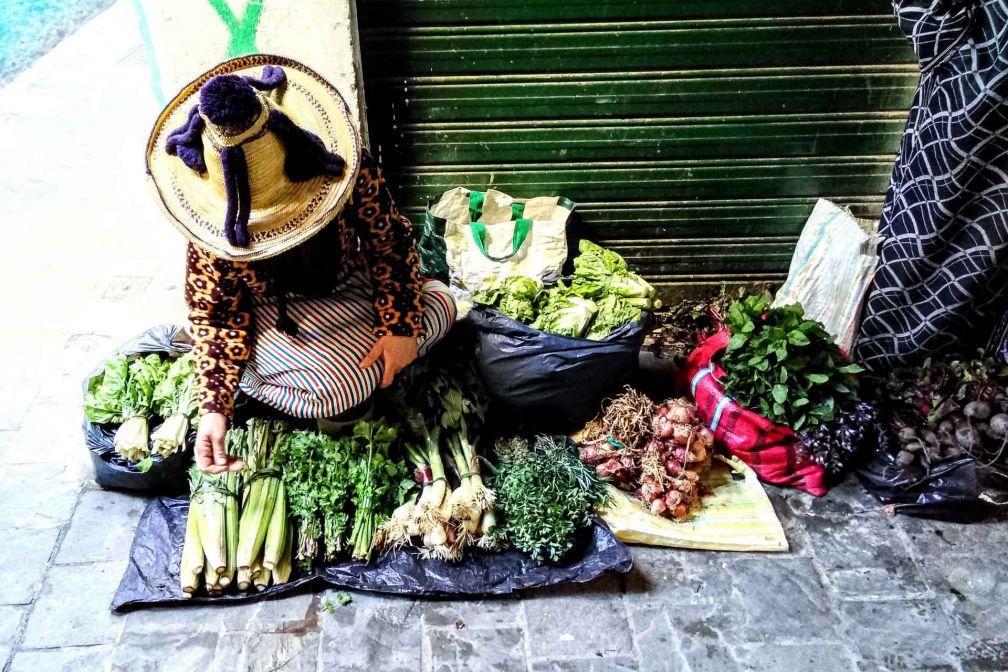 Des marchandes, venues de petits villages de montagne, viennent vendre leurs produits dans les rues de Tétouan © Alix Laplanche